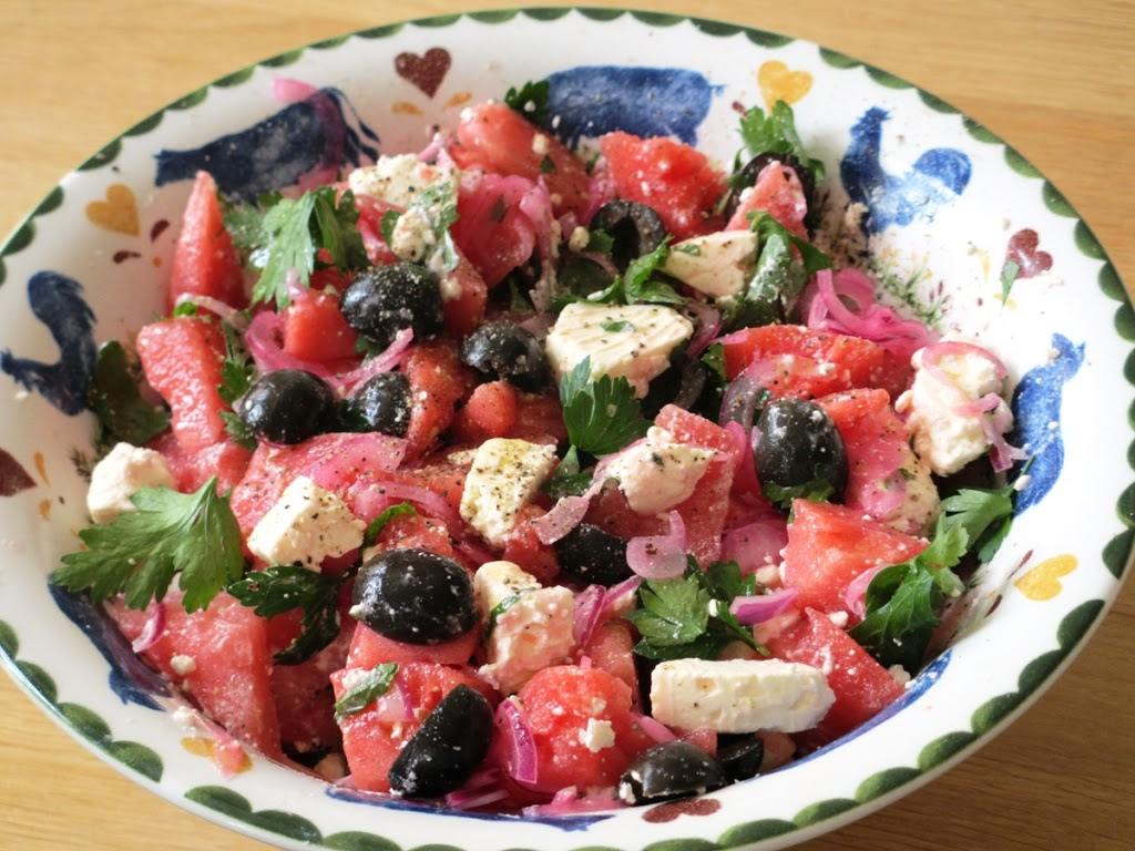 Zomersalade van watermeloen met feta en olijven