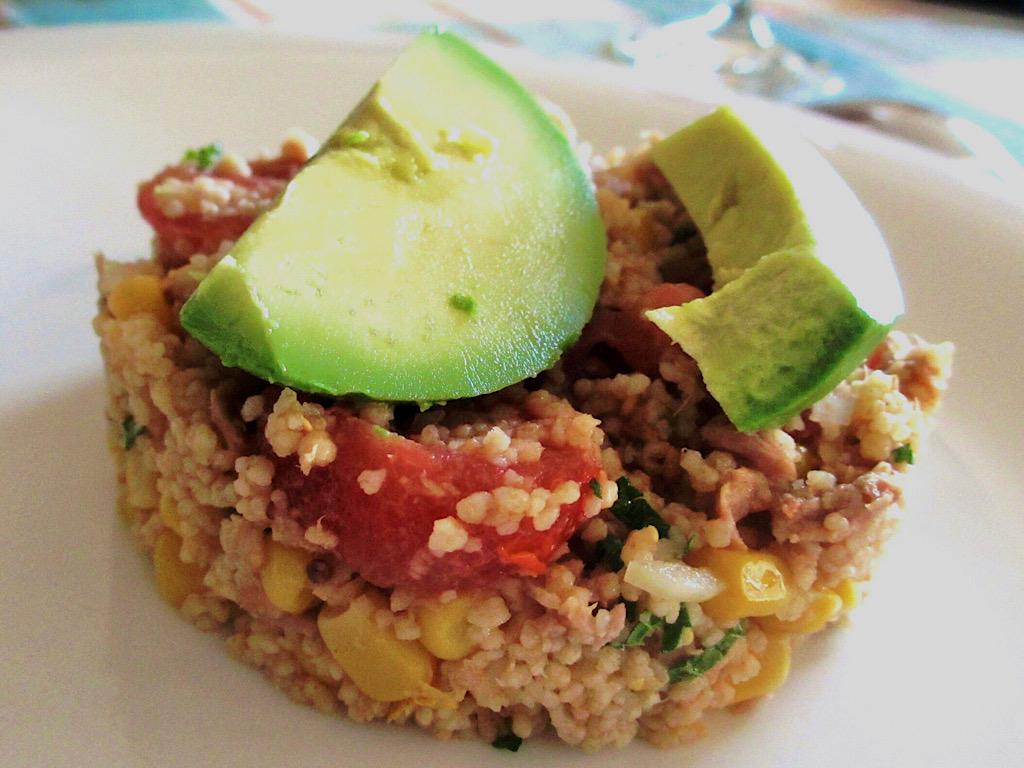 Salade van couscous met tonijn en avocado