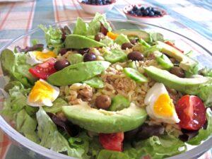 Salade nicoise met avocado