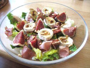 Salade van vijgen, geitenkaas en Parmaham