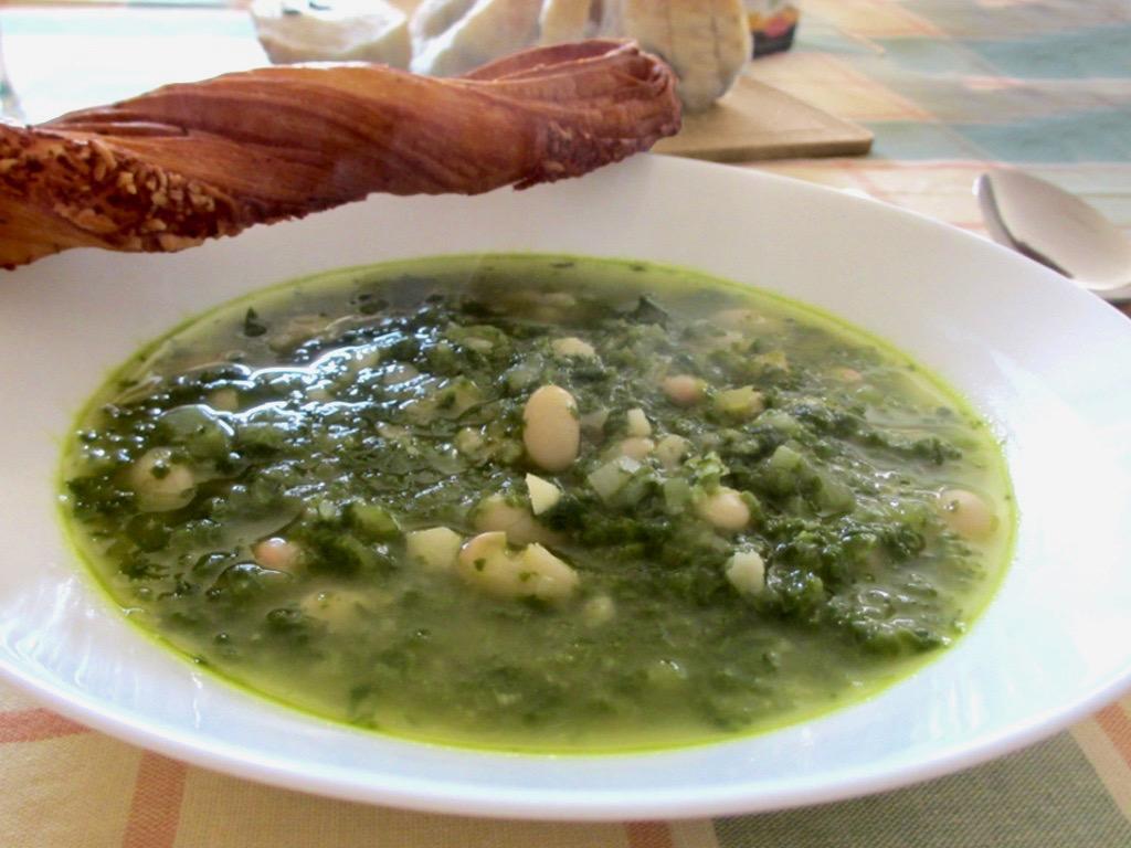 Bonensoep met spinazie en Parmezaanse kaas