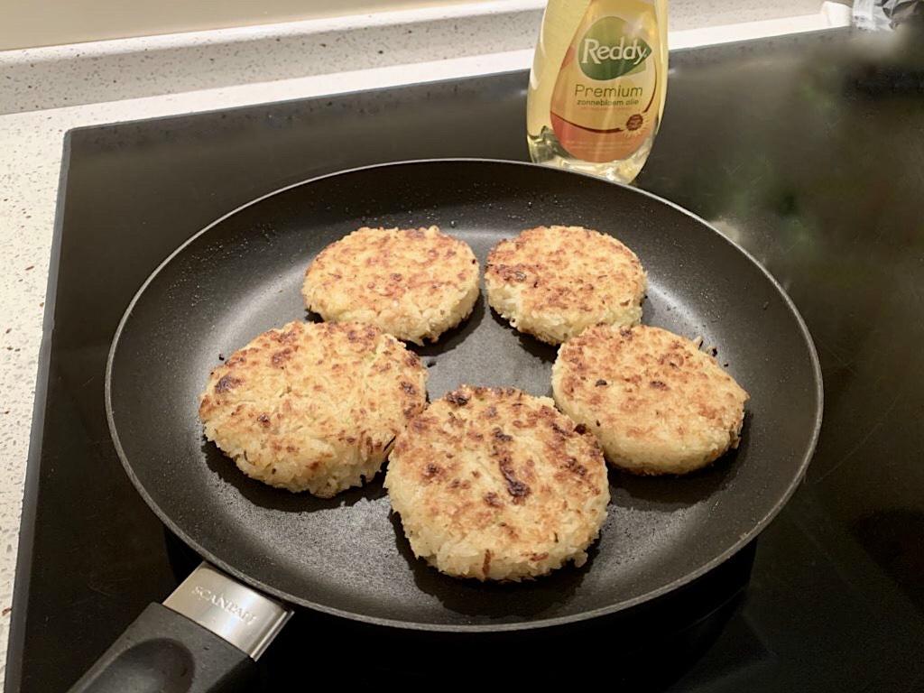 Pastinaakburger met rijst en hazelnoten