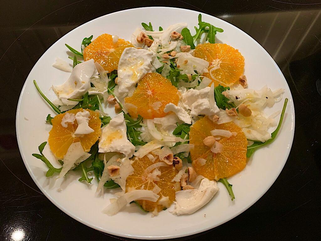 Salade van bloedsinaasappel met burrata en venkel